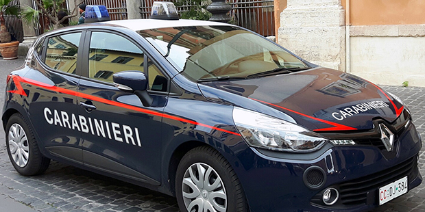 Evade dai domiciliari con la droga in tasca, pusher arrestato a Qualiano