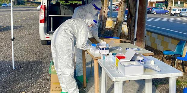 Coronavirus, il bollettino di oggi: 352 decessi, sale il tasso di positività